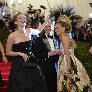 SJP and Jennifer Lawrence proving you can have a laugh at yourselves at these type of occasions